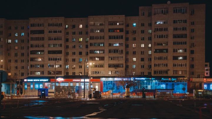 Свет в твоем окне: смотрим на жилые дома, администрацию и гостиницу в Тюмени глубокой ночью