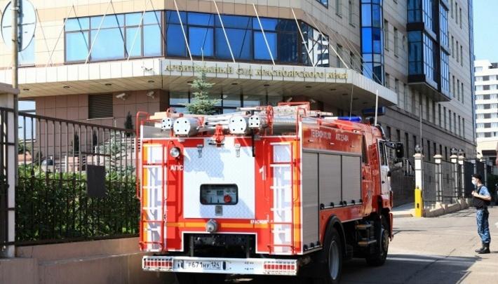 Новая волна эвакуации: снова «минируют» суды, аэропорт и администрации районов