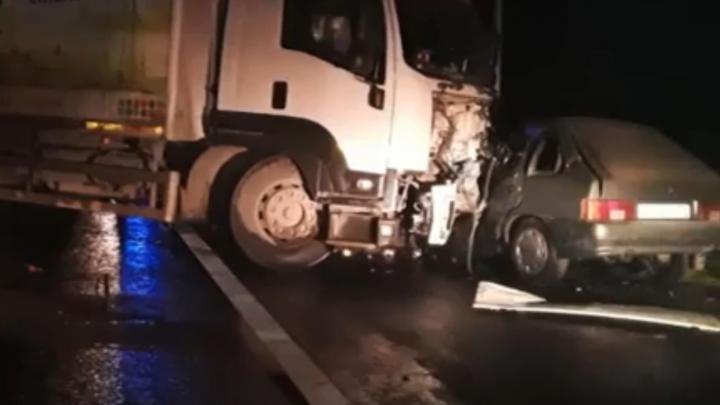 Два человека погибли в крупных ДТП в Башкирии. Последствия аварий попали на видео