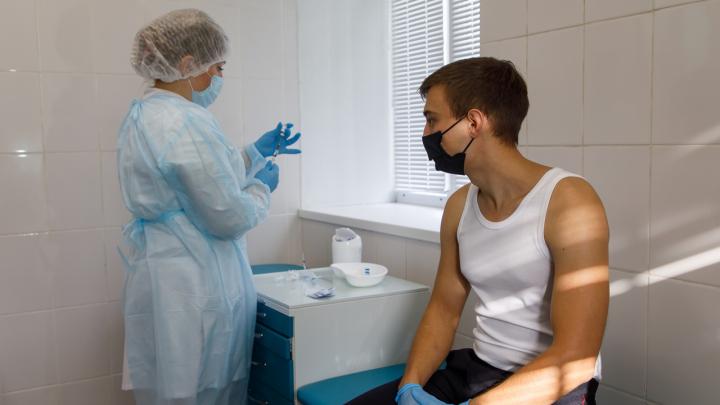 «Когда умирают твои коллеги — это страшно»: эмоции восьми волгоградцев, сделавших прививку от COVID-19