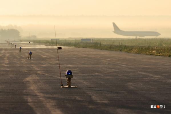 В Кольцово все рейсы уже выполняются по расписанию, но пришлось принять несколько самолетов, которые должны были сесть в Челябинске