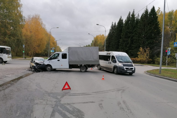 В момент аварии в Lada Granta находились два сотрудника частного охранного предприятия