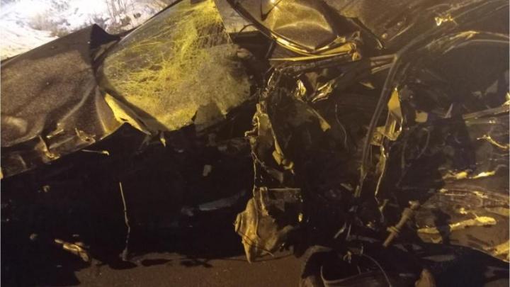 В Перми Lada Largus врезалась в дерево: водитель погиб