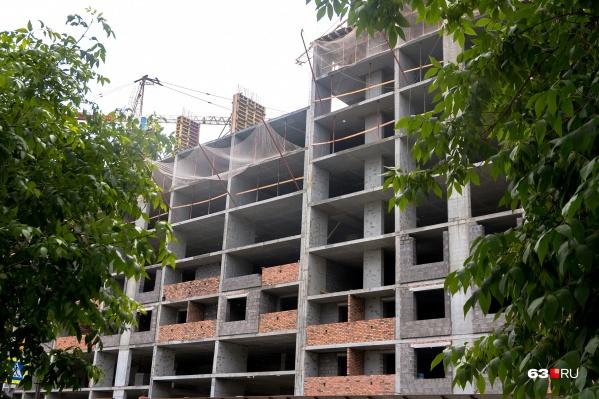 Деревянные дома в центре постепенно заменяют многоэтажками