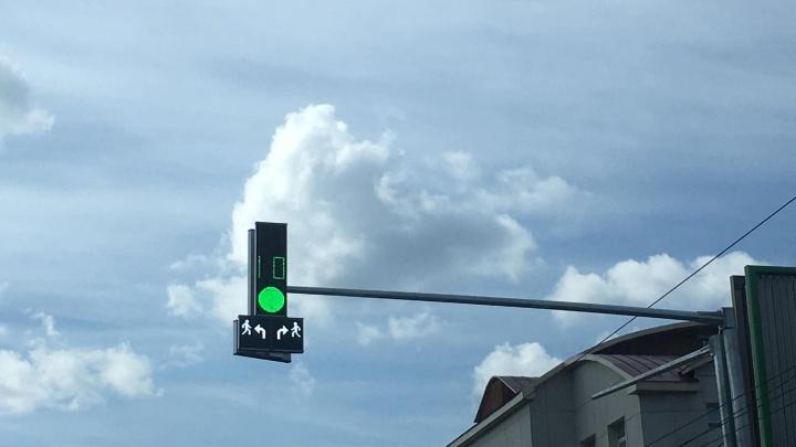 Странные светофоры, появившиеся на Большевичке, установят ещё в 5 местах. Объясняем, как они работают
