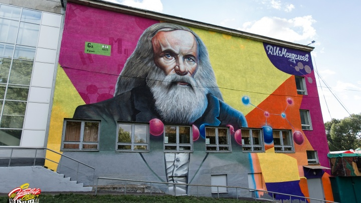 Разделили город на два лагеря: Ярославль разрисовали огромными граффити с портретами великих людей