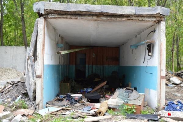 Под снос попали гаражи на территории Завода Шпагина