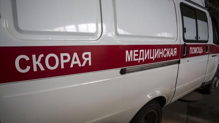 В Дзержинском районе универсал слетел с дороги — пострадал водитель