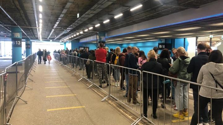 В Екатеринбурге у входа в IKEA снова выстроились огромные очереди