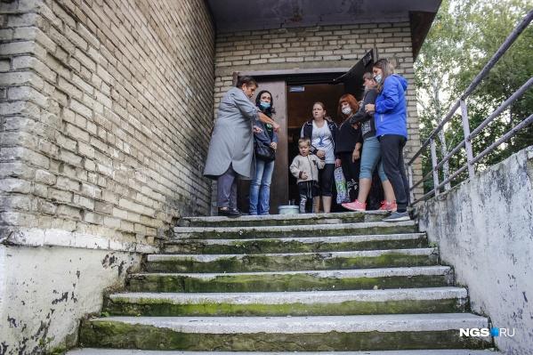 Так выглядит крыльцо школы№ 158 в Новосибирске
