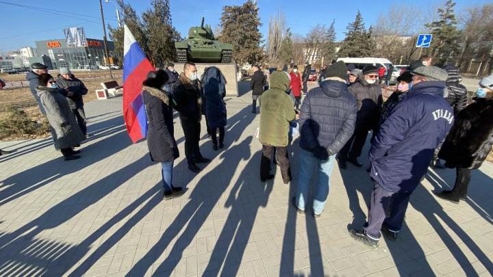 «Обманули и выбросили, как котят»: обманутые дольщики устроили митинг в Красноармейском районе Волгограда