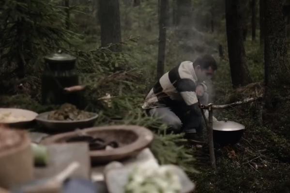 Андрей в детстве часто бывал в лесу. Он обожает готовить на природе