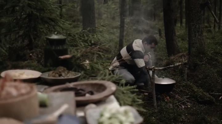 Суп из ламинарии и креветок в северном лесу: архангельский шеф-повар снял видео для акции ООН