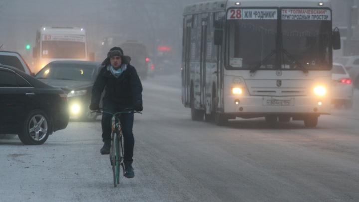 В Новосибирск вернулся неприятный запах. Мэр говорит, что побороть его пока невозможно