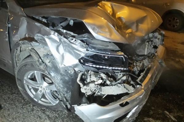 Водитель Volkswagen пытался уйти от столкновения