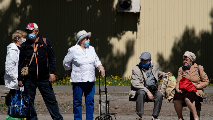 Пенсионеры в эфире 74.RU обвинили Текслера в сокращении доплат на ЖКХ. К чему это привело
