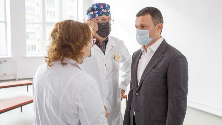 Илья Мительман вооружил врачей Курчатовского и Калининского районов в борьбе с коронавирусом