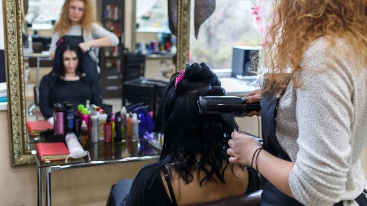 «Хотят, чтобы мы были в рабстве»: парикмахеры и мастера салонов о кризисе сферы из-за коронавируса