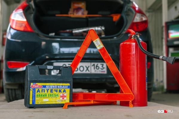 Аптечка, огнетушитель, знак аварийной остановки — что еще проверяют на станции техобслуживания? Читайте в нашем материале