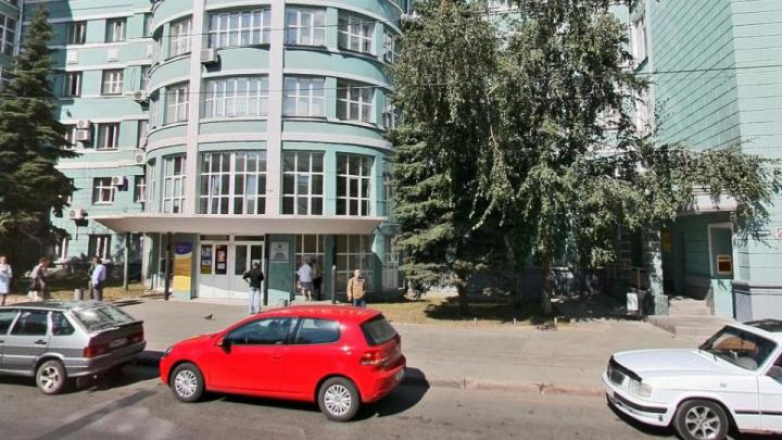 Сотрудница администрации Челябинска заявила, что их вызвали на работу, несмотря на вспышку COVID-19