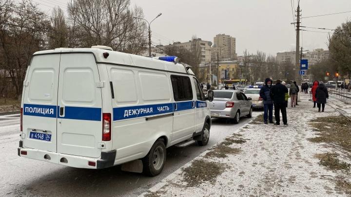 Стало известно состояние волгоградского полицейского, получившего удар монтировкой