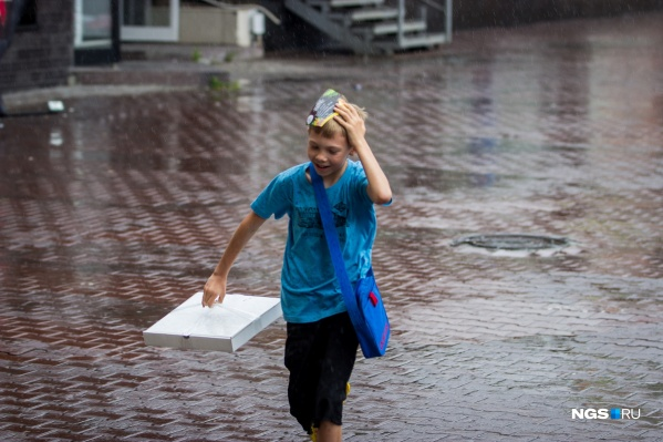 В Новосибирск идут дожди