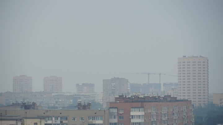 Ростов-на-Дону заволокло дымом. Власти не знают, что и где горит