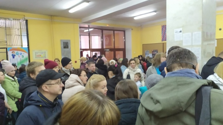 «Толпа и духота»: родители учеников возмутились организацией олимпиады в гимназии № 1 в пандемию