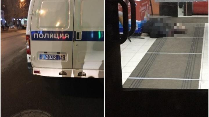 В торговом центре Тюмени умер мужчина
