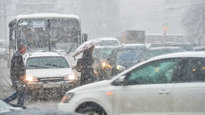 Не спешите менять резину: в Екатеринбург вернутся снегопады