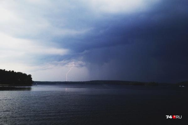 Управление МЧС предупредило югорчан о грозах и сильном ветре