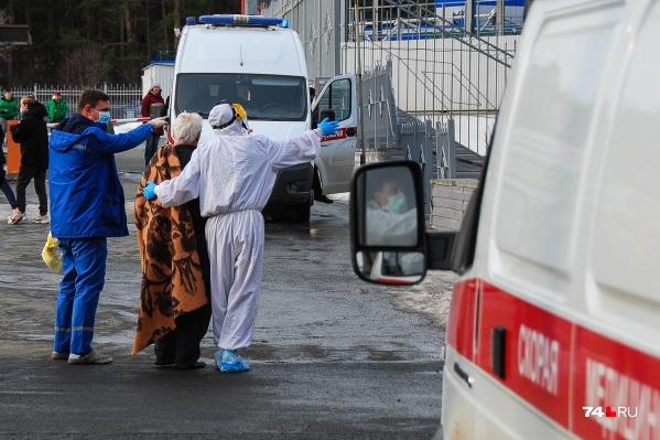 В первые же часы после взрыва в СМИ появилась информация о смерти двух пациентов в результате взрыва, однако власти эти данные сразу опровергли. Теперь же официальная версия вызывает сомнения