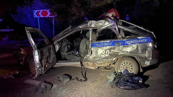 На трассе в Кузбассе автобус превратил патрульный автомобиль в металлолом, пострадал полицейский
