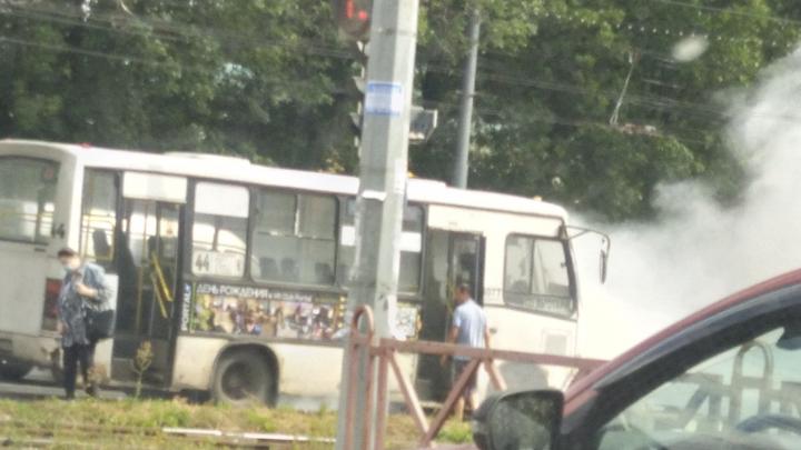 «Автобус имени Снуп Догга»: в центре Ярославля задымилась маршрутка