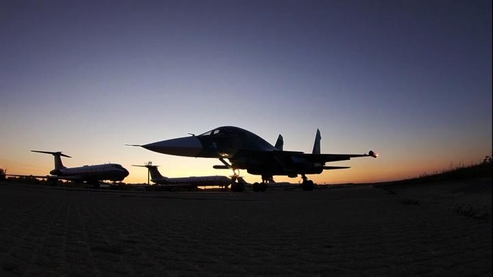 Лётчики челябинской авиабазы устроили на Су-34 «звёздные войны» в стратосфере. Смотрим, как это было