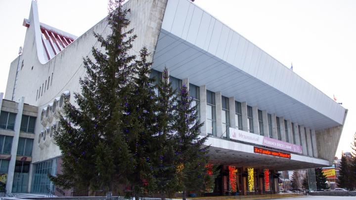 На Театральной площади сделают новую подсветку фонтана