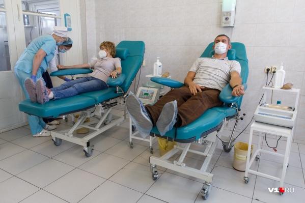 В службе крови ждут переболевших COVID-19 волгоградцев
