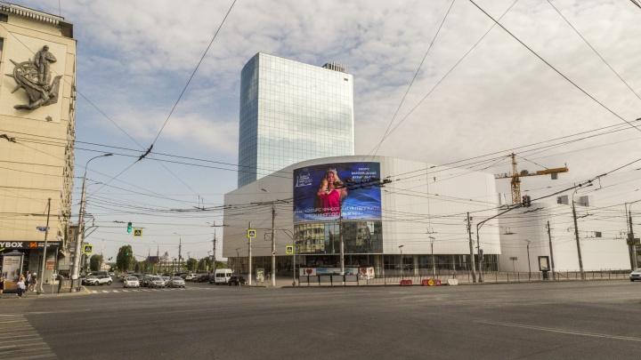 Мэрия Волгограда отказалась продать землю с недостроенной гостиницей на Предмостной площади