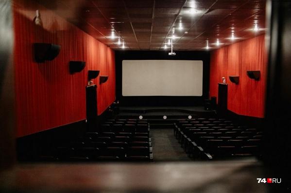 Минкультуры рекомендовало собирать не больше 50 человек в зале и рассмотреть возможность закрытия, и вот реакция кинотеатров началась