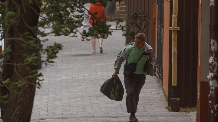 Сносит с ног: в Ростове резко усилится ветер