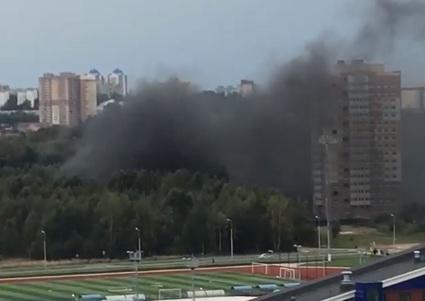 Чёрный дым высотой с многоэтажку: что горит на проспекте Фрунзе