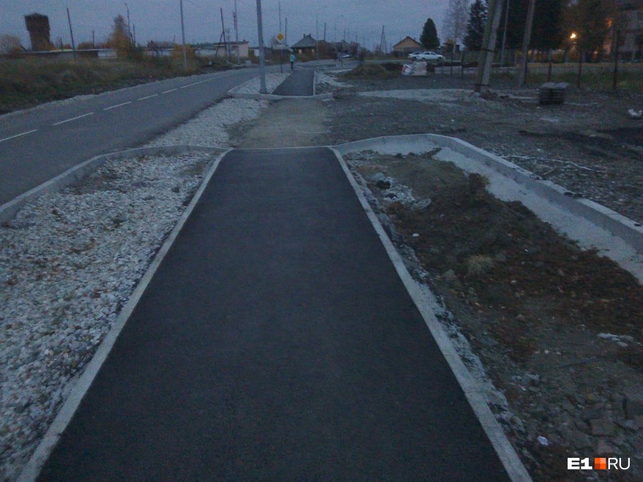 После ДТП на месте аварии начались строительные работы
