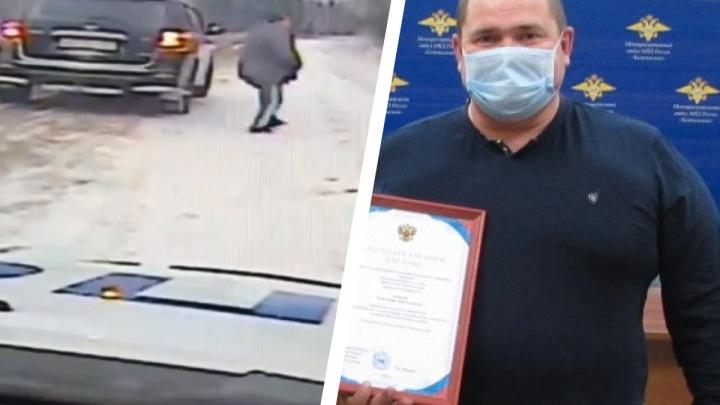 На трассе водитель внедорожника помог ГИБДД остановить машину «лишенца»: видео