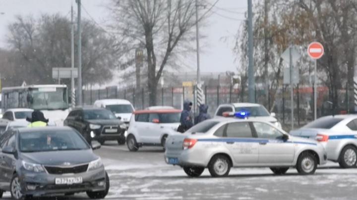 Из-за пожара на рынке «Классик» перекрыли кольцо на выезде из Ростова