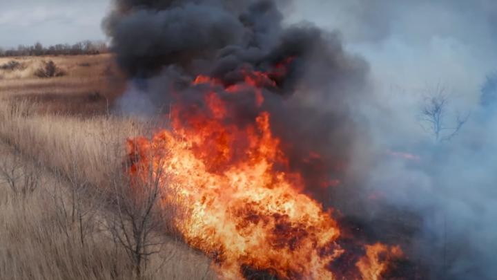 «Снег, град и сильный пожар»: в Волгограде мастер высотной съёмки залетел квадрокоптером в огонь