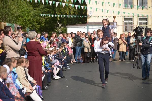 Мэр пообещал, что учителей будут прививать в первую очередь