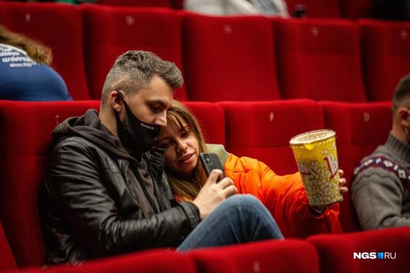 Пустые места — не значит, что зрителей было мало. Это одно из новых условий работы кинотеатров