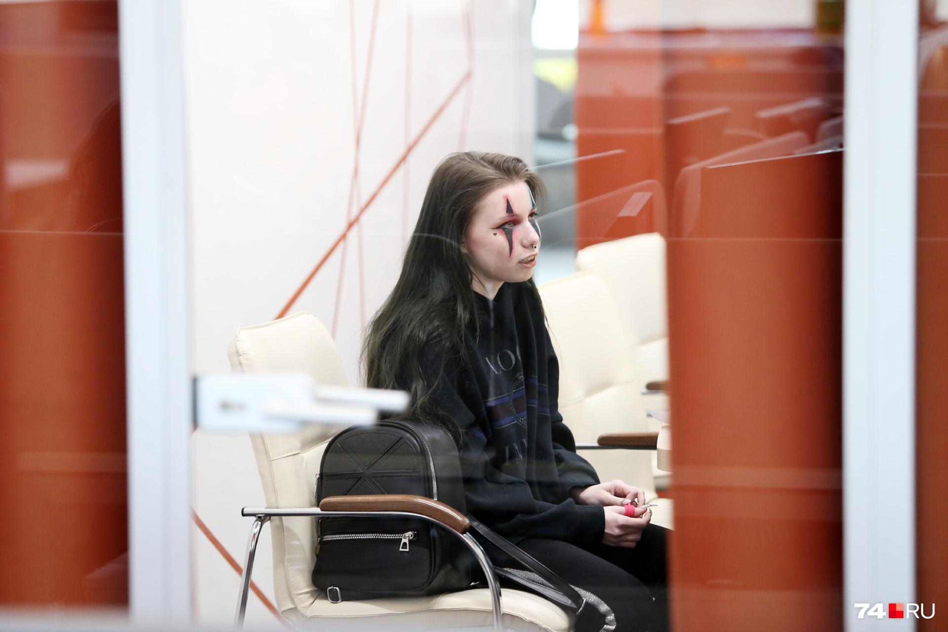 В общении Анастасия Романова производит впечатление скромной девочки