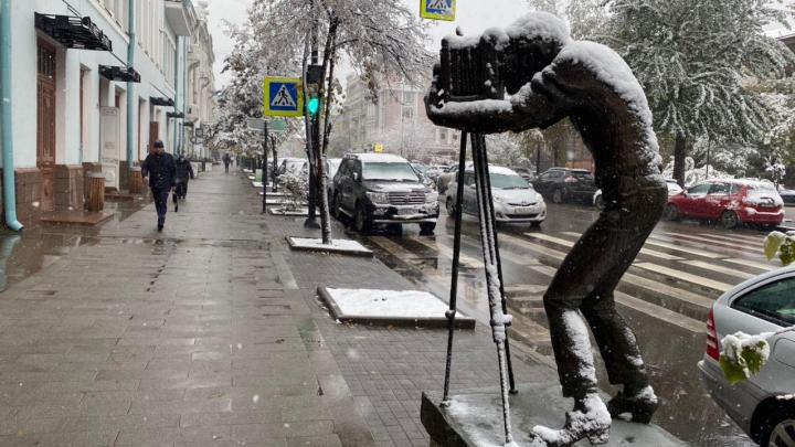Красноярск погружается в снег. Начались перебои с электричеством