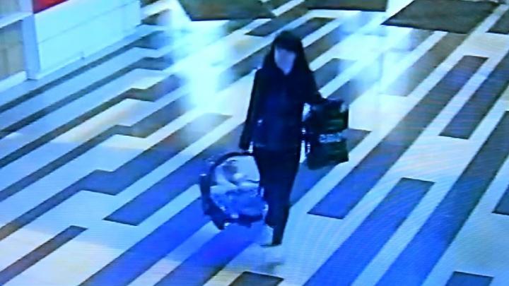 Появилось видео, как молодая мать оставляет ребенка в «Антее»